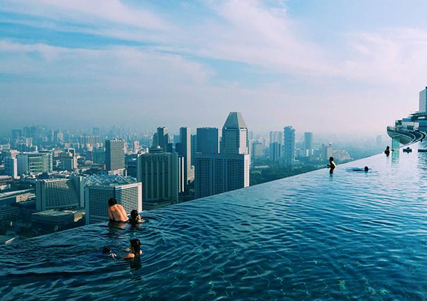 vista-panoramica-de-la-ciudad-desde-la-piscina-del-hotel