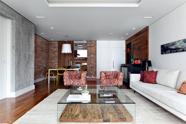 Paredes de concreto + parede de tijolos