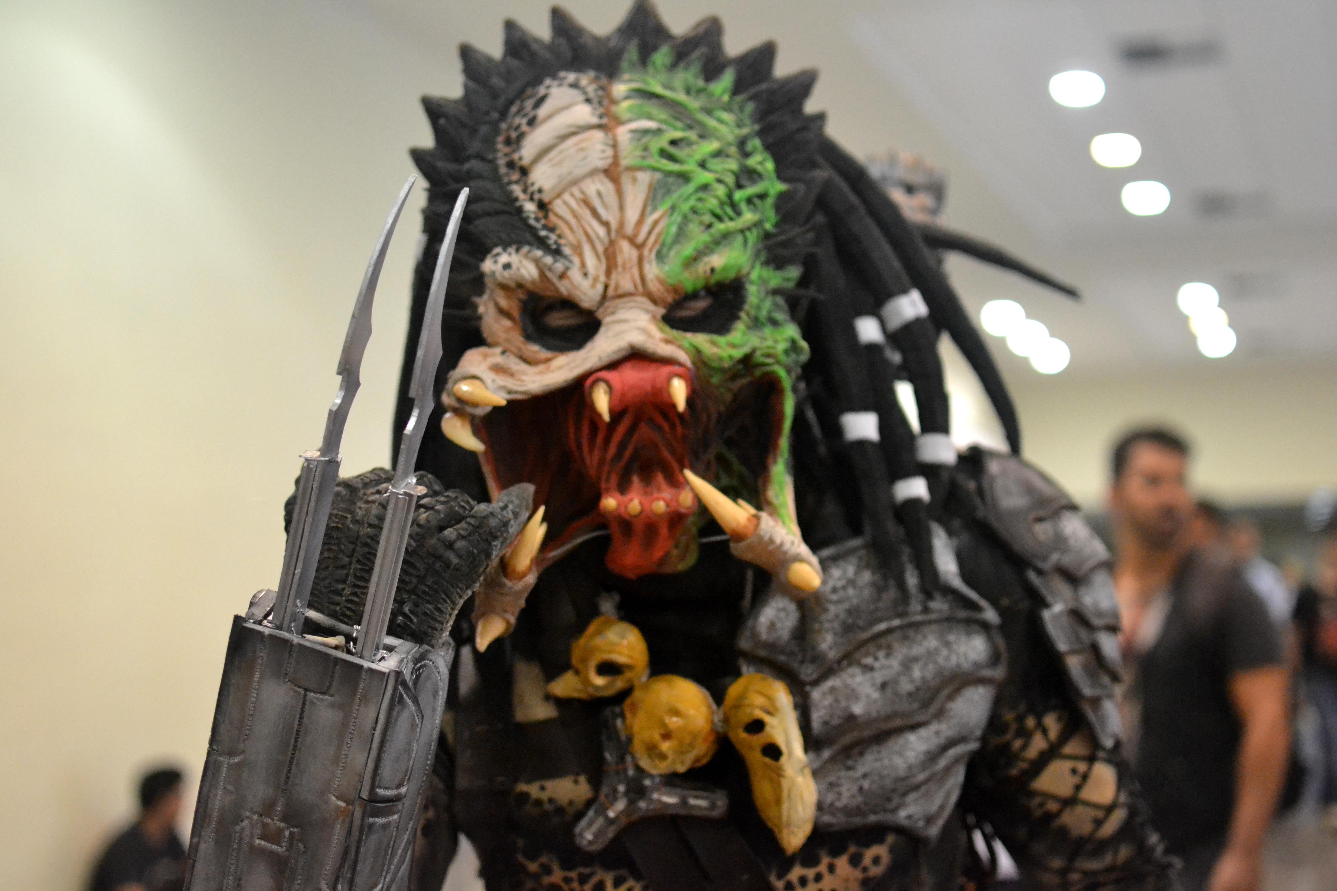 sana-2014-cosplay-predador