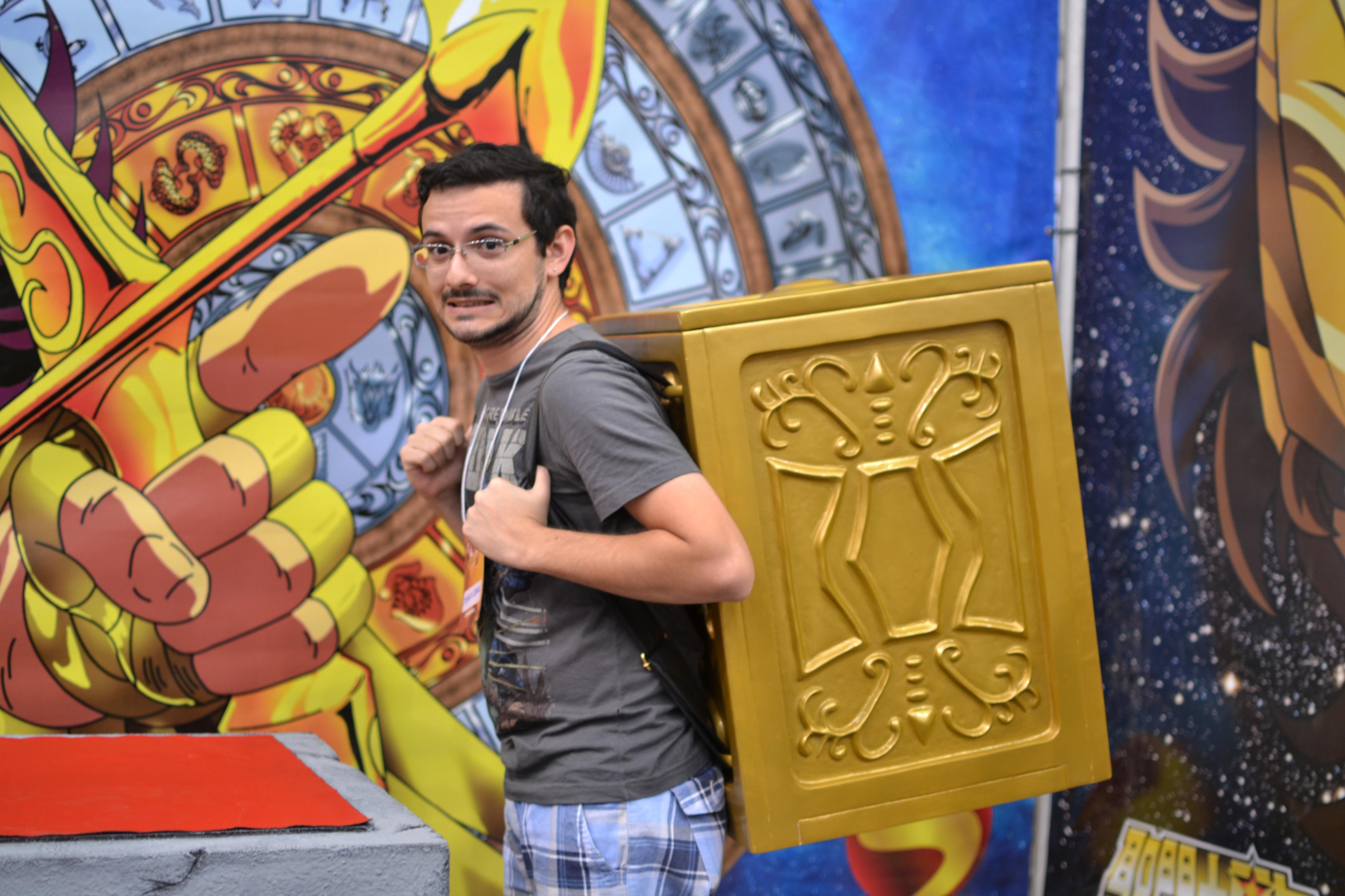 sana-2014-dyego-cruz-caixa-armadura-cavaleiro-do-zodiaco